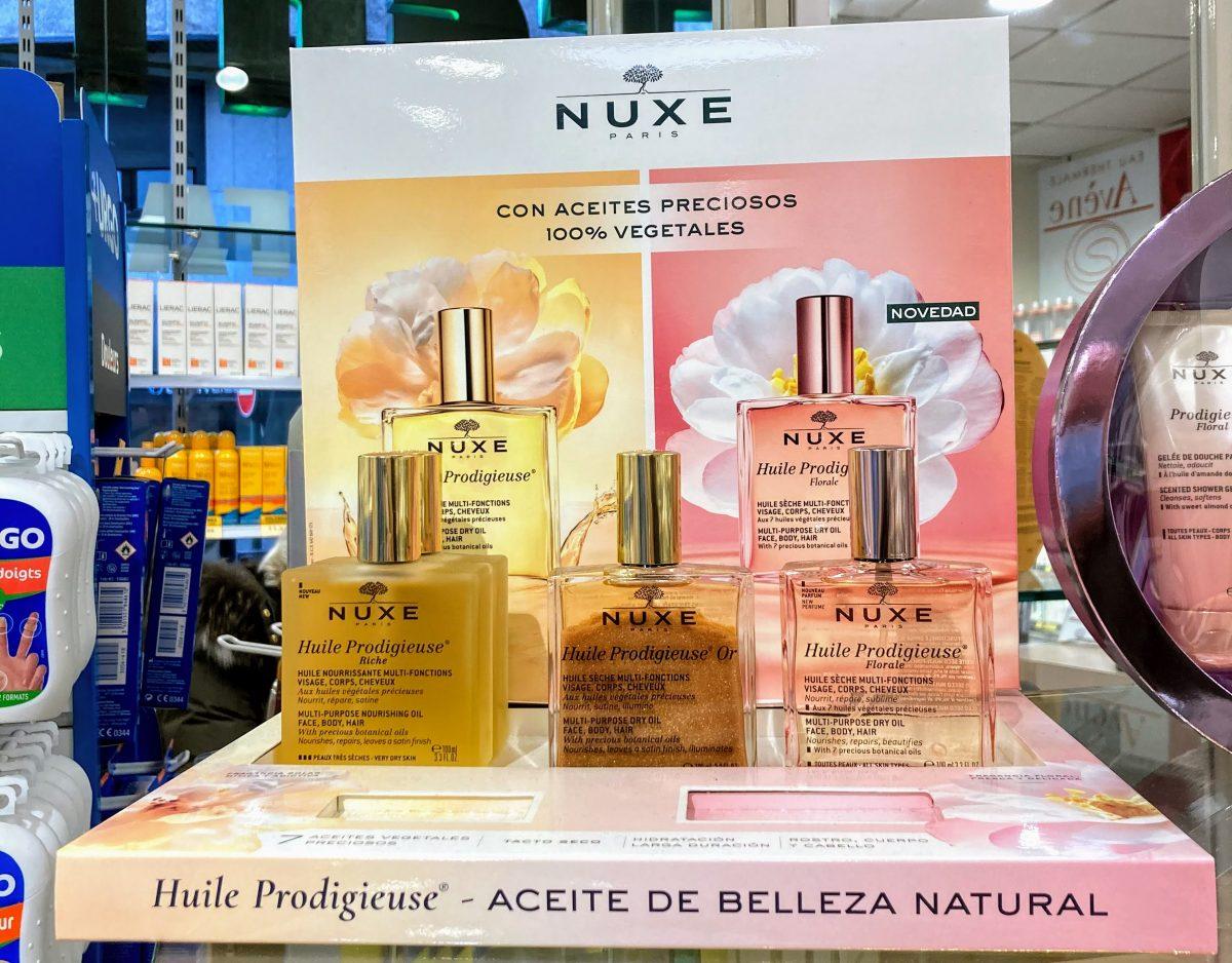 Nuxe Huile Prodigieuse® una textura seca única que penetra rápidamente en la piel dejándola suave y sin sensación grasa
