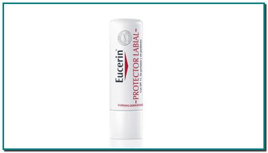 Bálsamo labial para labios secos y sensibles Eucerin Protector Labial se ha formulado especialmente para labios secos, ásperos y sensibles. El dexpantenol y la vitamina E protegen frente a los factores externos del día a día, como la exposición a rayos UV y una hidratación insuficiente, y además calman e hidratan. Aplique a intervalos regulares para aliviar con rapidez y proteger de forma continuada. Con FPS 15. Ingredientes Cera microcristalina Octyldodecanol Hydrogenated Polydecene Ricinus Communis Cetyl Palmitate Myristyl Myristate Polyglyceryl-3 Diisostearate Pantenol Ethylhexyl Methoxycinnamate Cetearyl Alcohol Bis-Diglyceryl Polyacyladipate-2 C20-40 Alkyl Stearate Cera Carnauba Aqua Butyrospermum Parkii Simmondsia Chinensis Tocopheryl Acetate Cera Alba Bisabolol BHT Farnesol